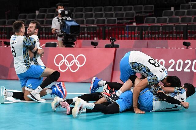 Argentina contra Italia, en voleibol de los Juegos Olímpicos de Tokio