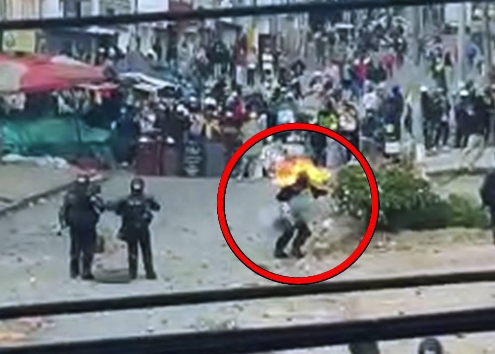 Agresión contra policía con bomba molotov.jpg
