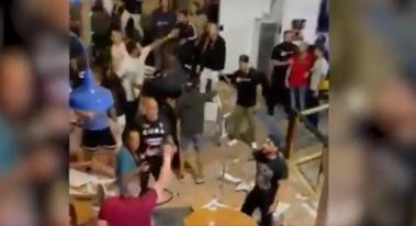 Un hombre realizó varios disparos en medio de un combate de MMA.