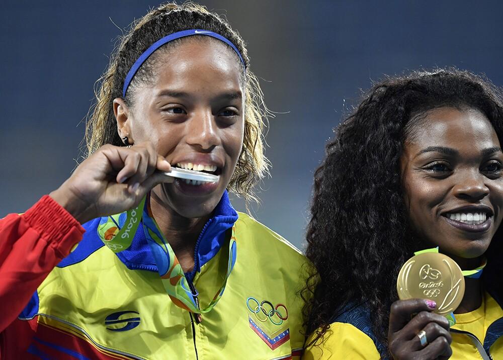 Yulimar Rojas y Caterine Ibarguen en el podio de Río 2016