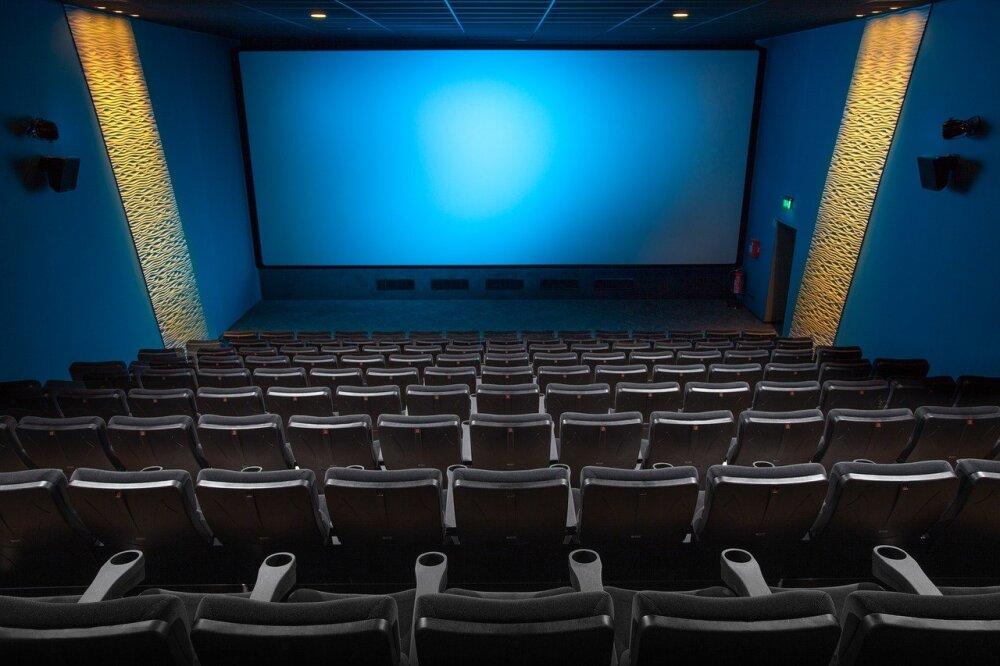 En un cine, mujer descubre que su marido es infiel