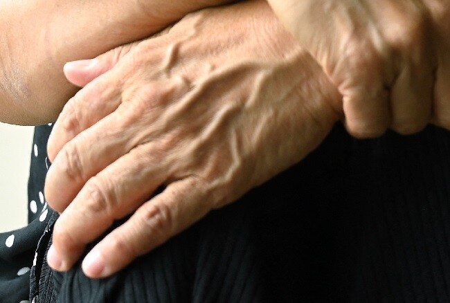 manos adulta mayor