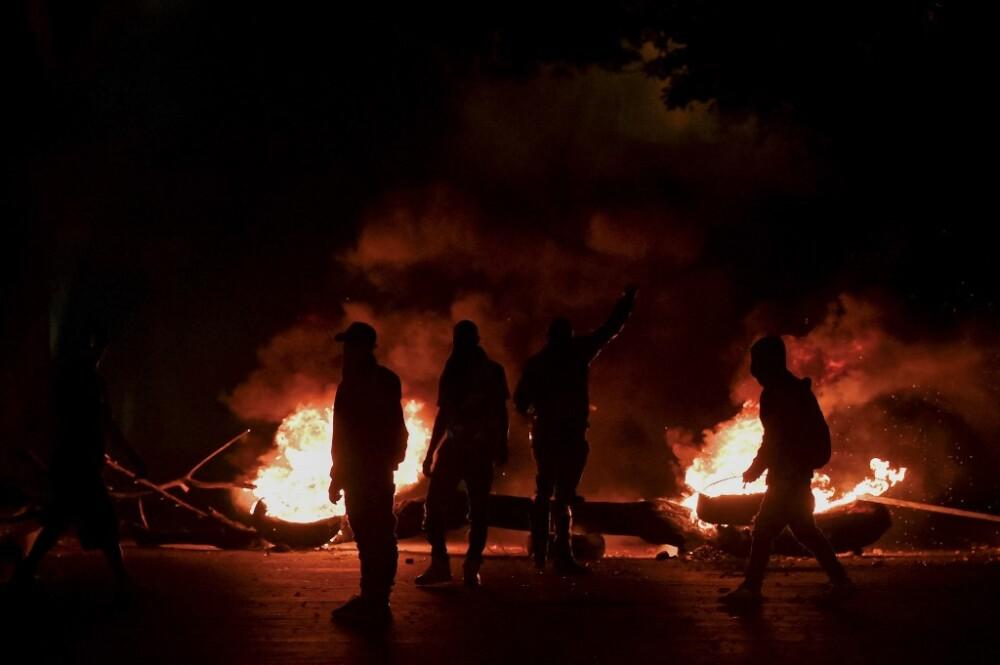 Encapuchados durante protestas en Cali