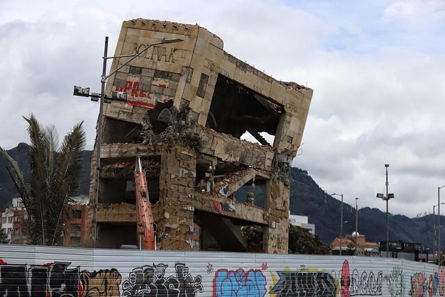 Demolición al Monumento a Los Héroes