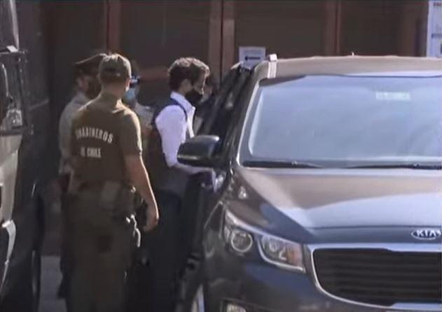 novios detenidos por violar medidas COVID en Chile.JPG