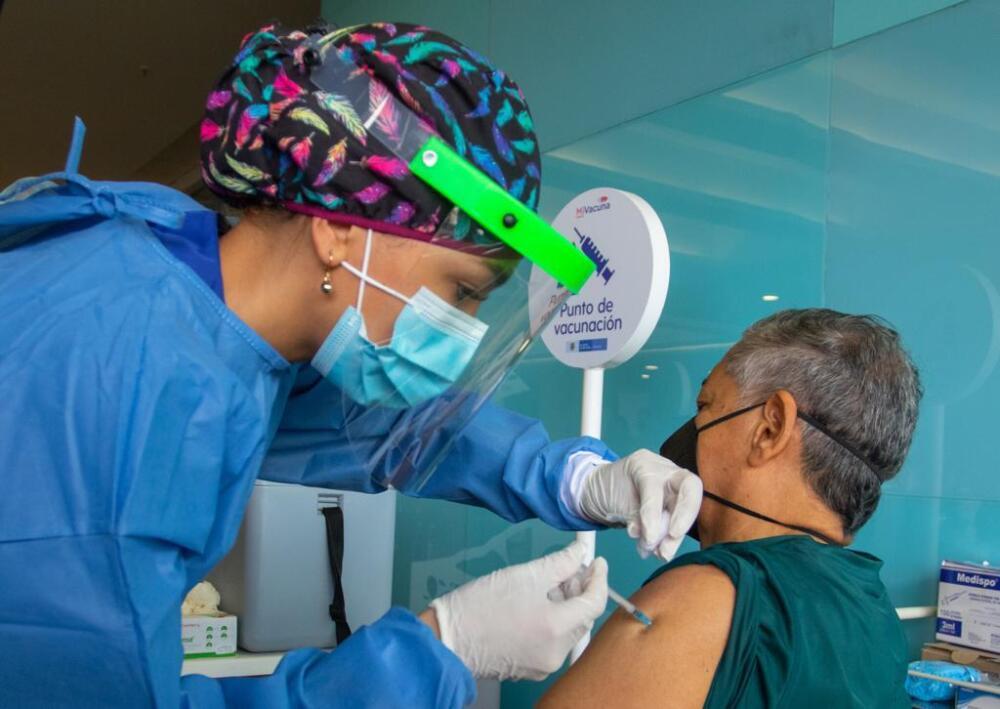 Vacunación masiva contra el COVID-19 en Medellín