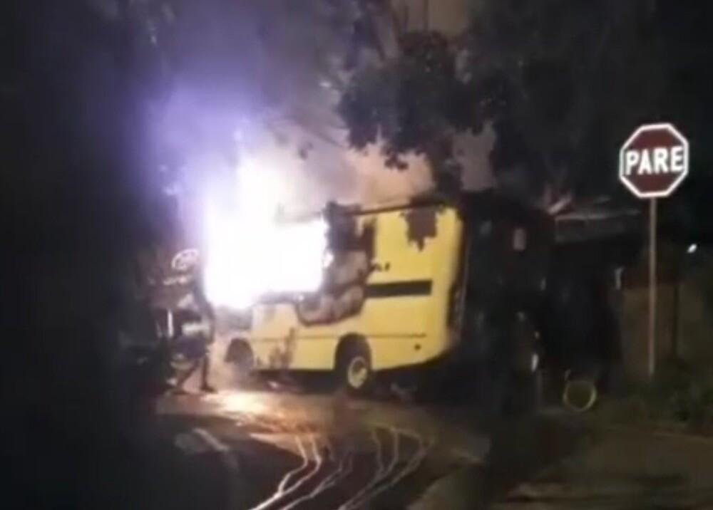 CAI DE LA POLICIA MOVIL QUEMADO EN CALI.jpg
