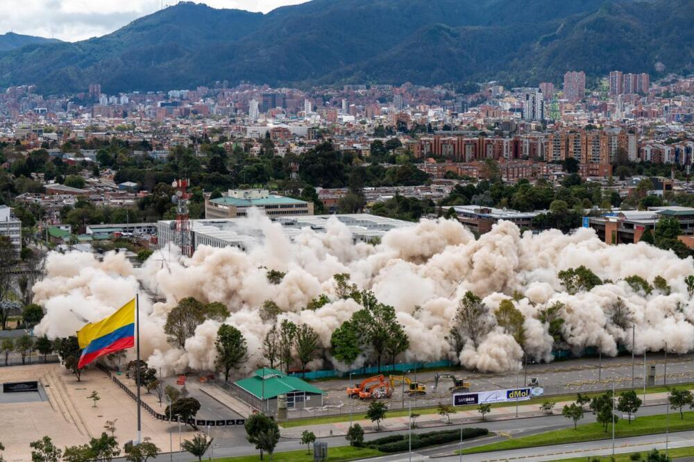 Implosión de edificio del Ministerio de Defensa