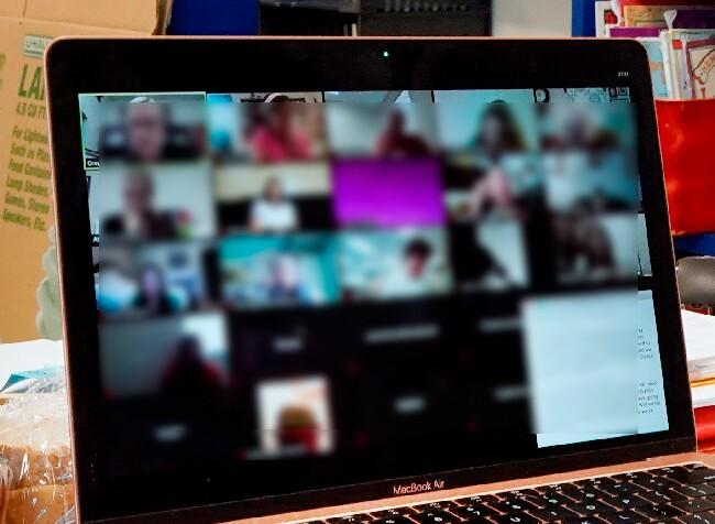 congresista se dio ducha en sesion virtual