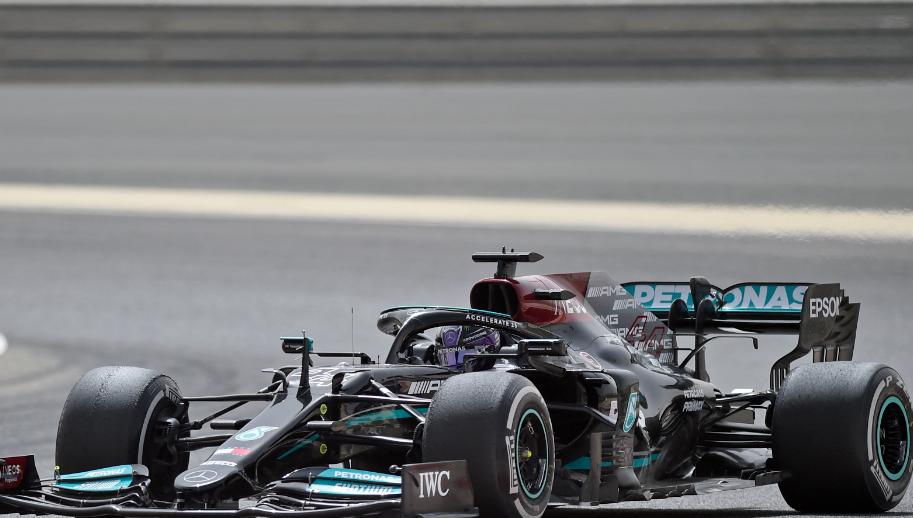 Lewis Hamilton hizo un trompo en los entrenamientos de la Fórmula 1.