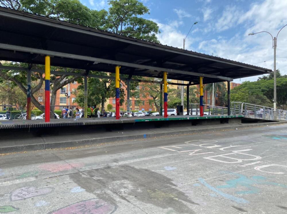 vandalismo en estacion del MIO Melendez de cali  (2).jpeg