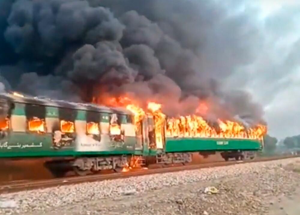 347306_BLU Radio// Incendio de un tren en Pakistán. Foto: EFE