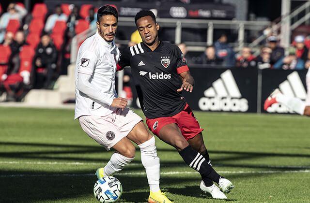 333207_Acción de juego en la MLS