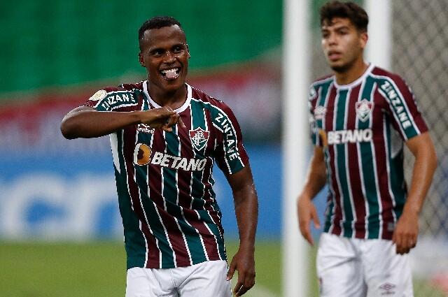 Celebración de Jhon Arias, tras su gol con Fluminense