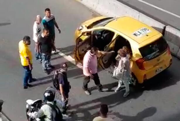 taxista-obligado-a-bajar-a-sus-pasajeras.jpg