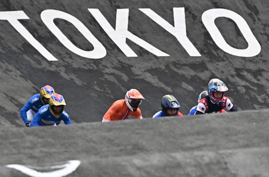 Connor Fields tuvo aparatosa caída en el BMX de los Juegos Olímpicos Tokio 2020.