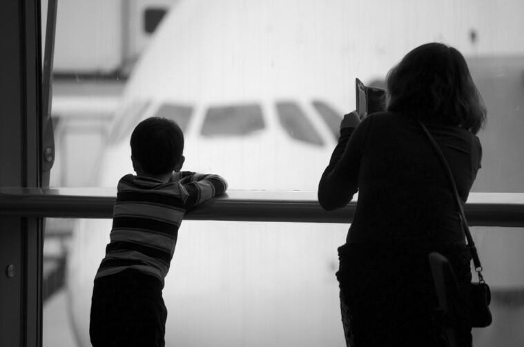 Madre estaba desesperada para que su hijo pudiera ir al colegio que hizo una falsa alarma de bomba en un aeropuerto