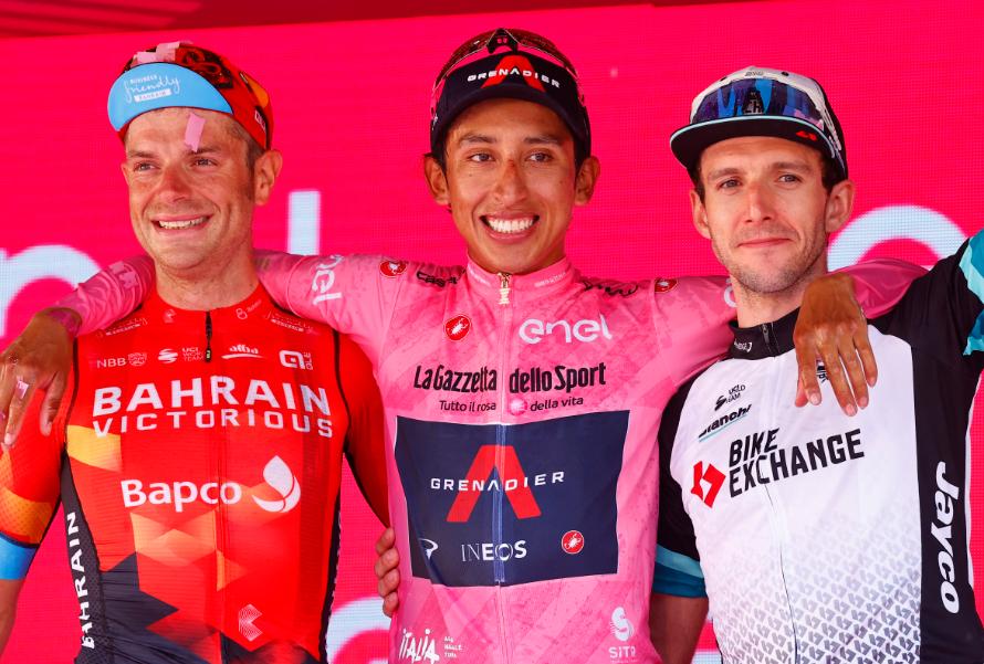 Damiano Caruso (segundo), Egan Bernal (campeón) y Simon Yates (tercero) ocuparon el podio del Giro de Italia 2021.