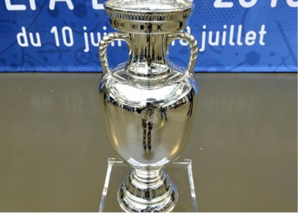 316206_Blu Radio. Trofeo Eurocopa. Foto: AFP