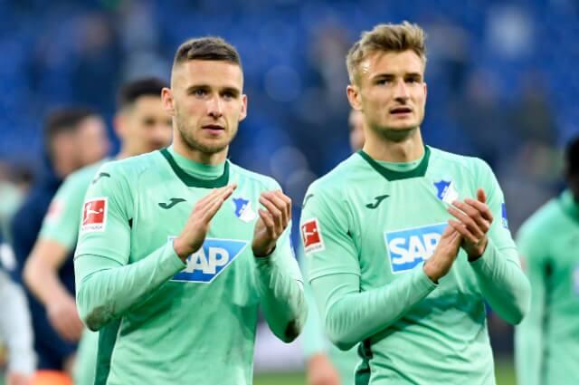 333713_Jugadores del Schalke 04 bajan sus salarios para evitar la crisis económica.
