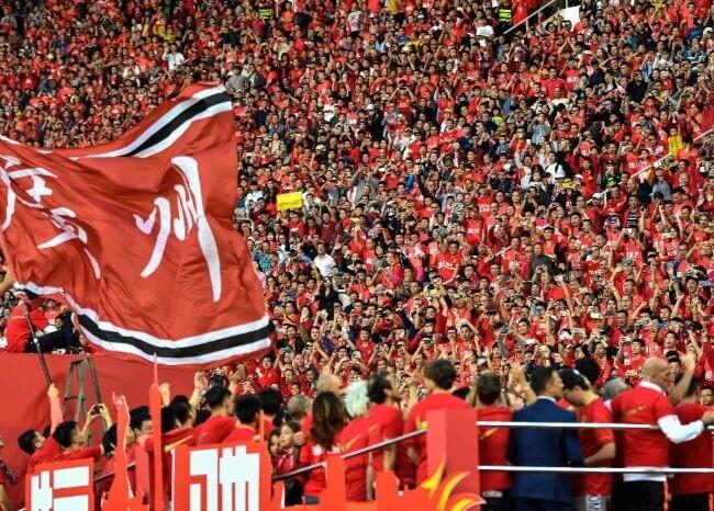 375101_Aficionados fútbol chino / AFP