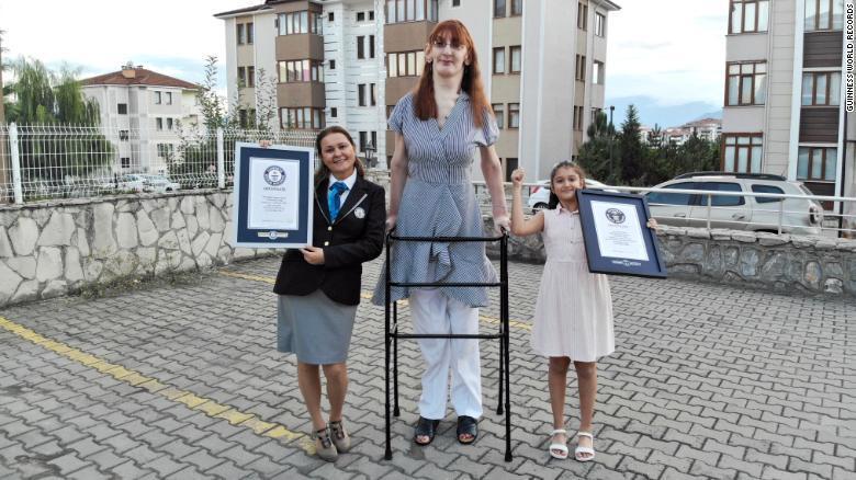 Esta es la mujer viva más alta del mundo, según los Guinness Records