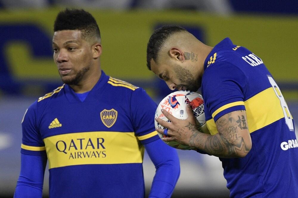 Frank Fabra y Edwin Cardona, jugadores de Boca Juniors. AFP.jpg