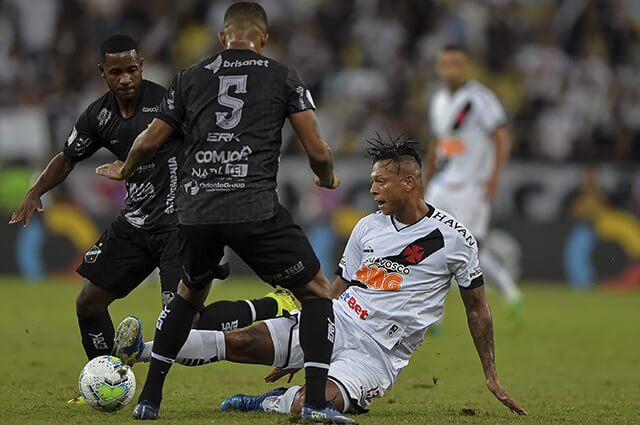 332245_Fredy Guarín en acción de juego con Vasco da Gama