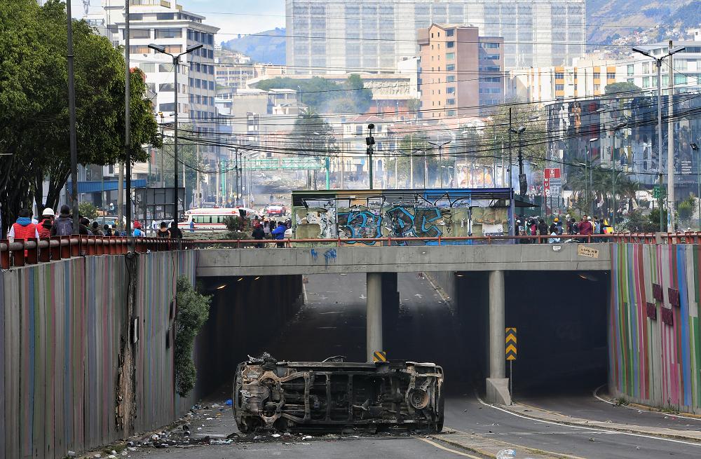 345796_BLU Radio. Indígenas y Gobierno de Ecuador abren diálogo tras violenta jornada en Quito // Foto: AFP