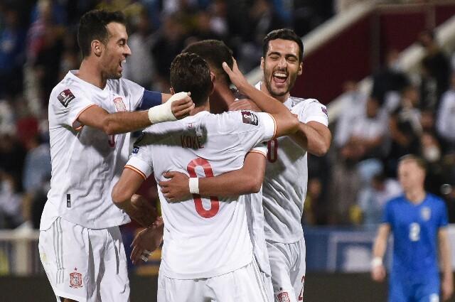 Celebración de España tras su victoria sobre Kosovo
