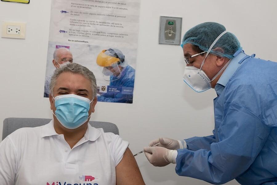 minsalud vacuna al presidente Duque