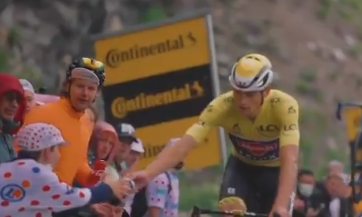Mathieu van der Poel perdió el maillot amarillo en la etapa 8 del Tour de Francia.