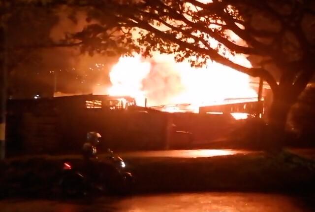 incendio-bodega-de-quimicos-en-industriales-sur-de-medellin.jpg