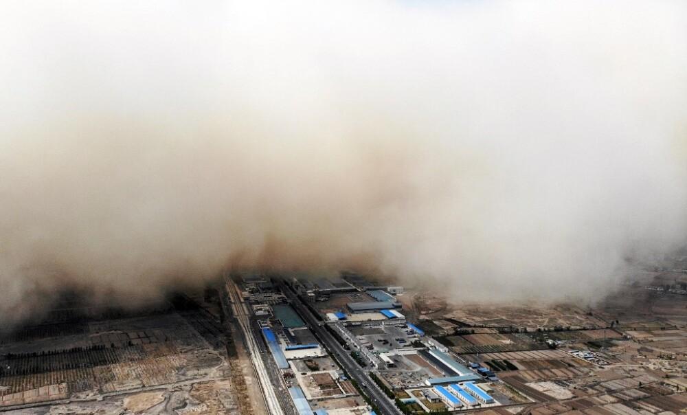 gansu, ciudad china cubierta por tormenta de arena