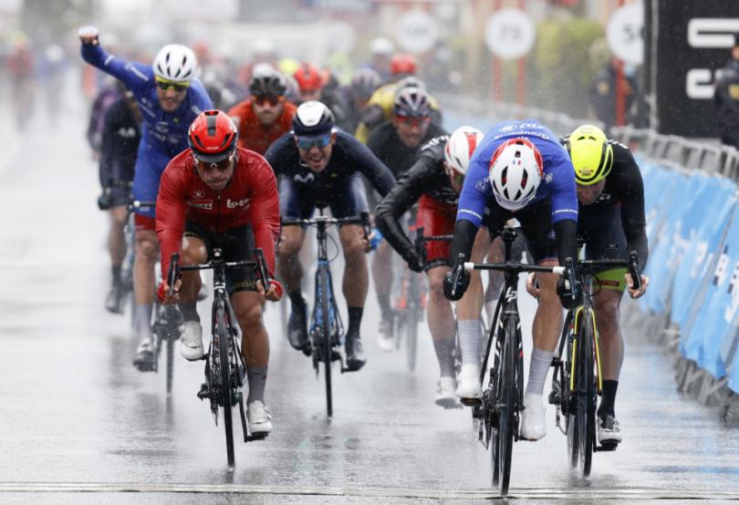Arnaud Demare ganó la etapa 2 de la Vuelta a la Comunidad Valenciana.