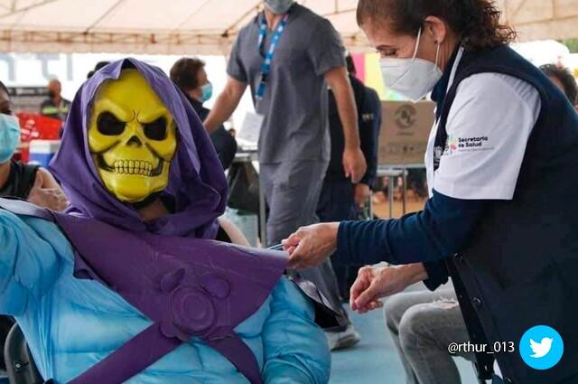 skeletor se vacuna contra covid 19