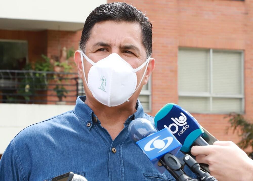 Alcalde Ospina espuma blu.jpg