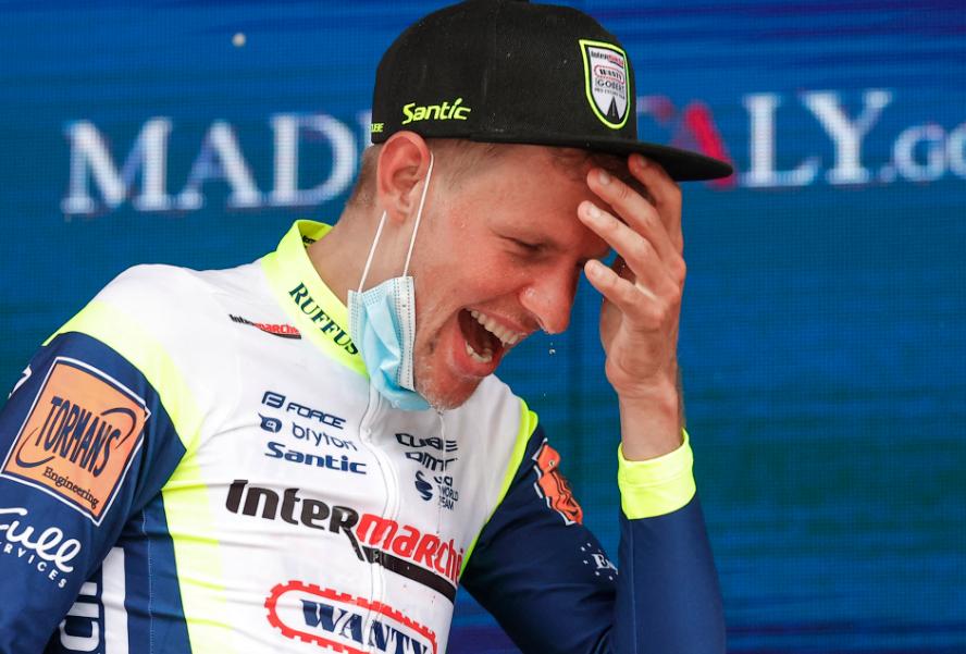 Taco Van Der Hoorn ganó la etapa 3 del Giro de Italia 2021.