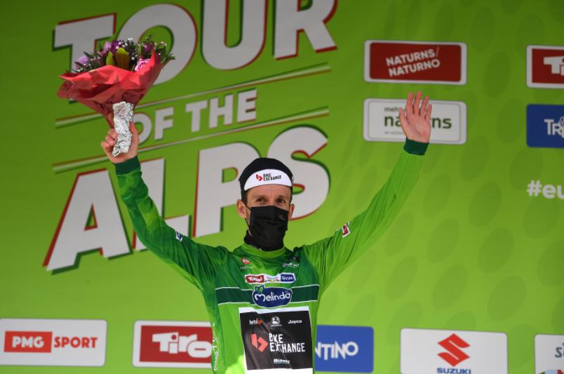 Simon Yates es el líder de la general en el Tour de los Alpes.