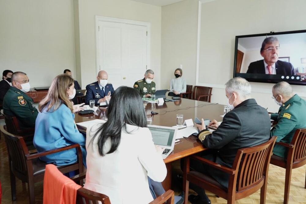 372150_Vicepresidenta en reunión con la cúpula militar // Foto: Vicepresidencia