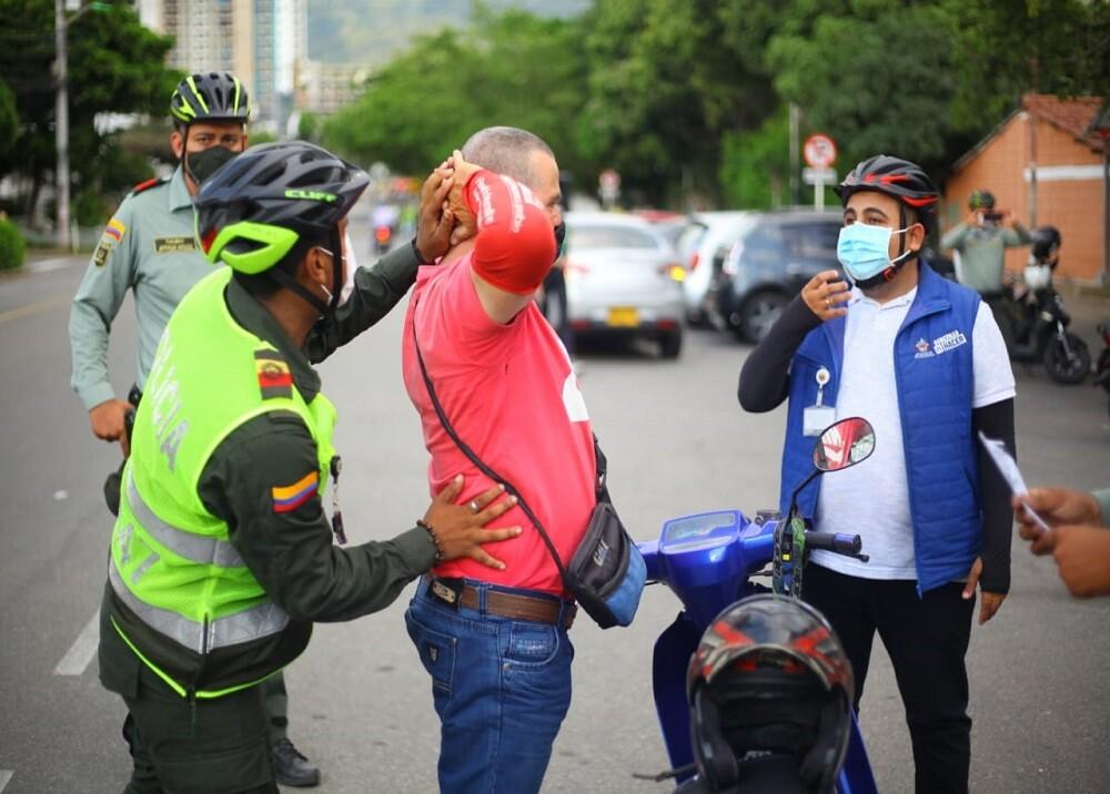 FOTOS POLICÍAS BUCARAMANGA CICLA.jpg