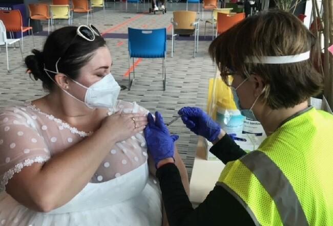 vestida de novia para vacuna.jpg
