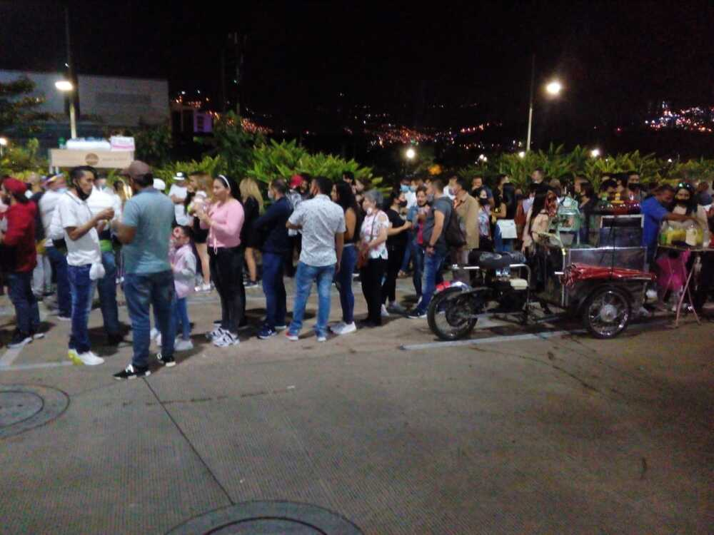 Las impresionantes aglomeraciones en Medellín para ver los alumbrados navideños