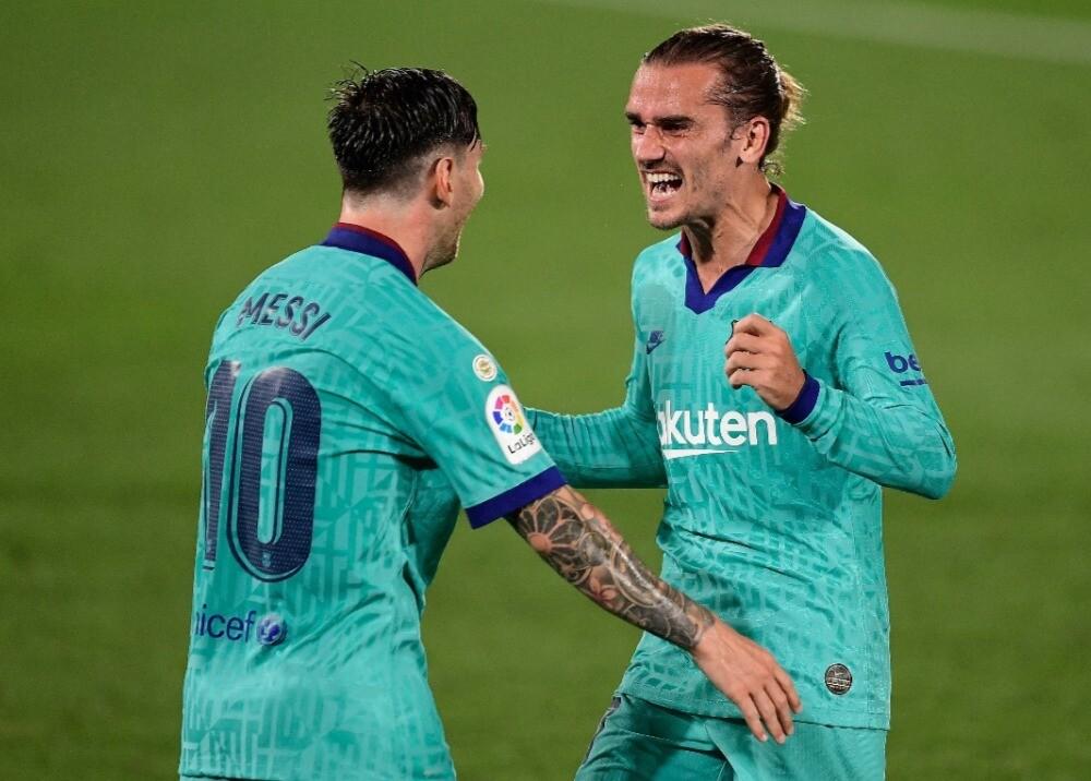 370155_Messi y Griezmann / AFP