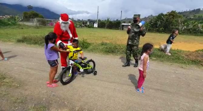 Entrega regalos-Ejército.png