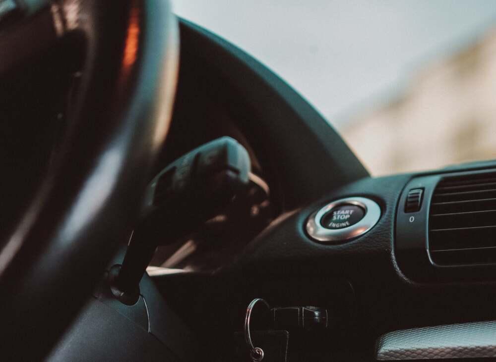 Mujer y niña mueren intoxicadas dentro de un carro