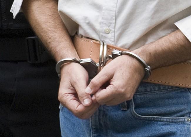 283563_captura_-_detenido_-_esposas_-_afp_2_2.jpg