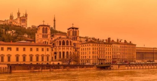 Lyon francia, lluvia de arena .jpg