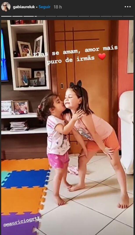 hermanas brasil beso.JPG