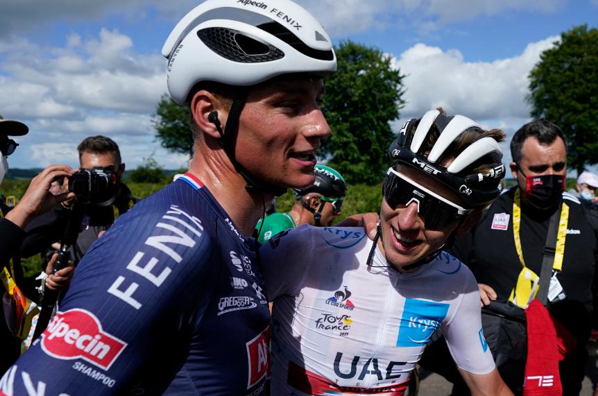 Mathieu van der Poel y Tadej Pogacar tras la etapa 2 del Tour de Francia.